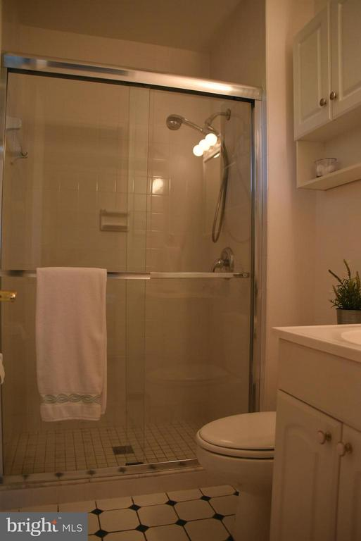 Remodeled Master Bath - 8650 VICTORIA RD, SPRINGFIELD