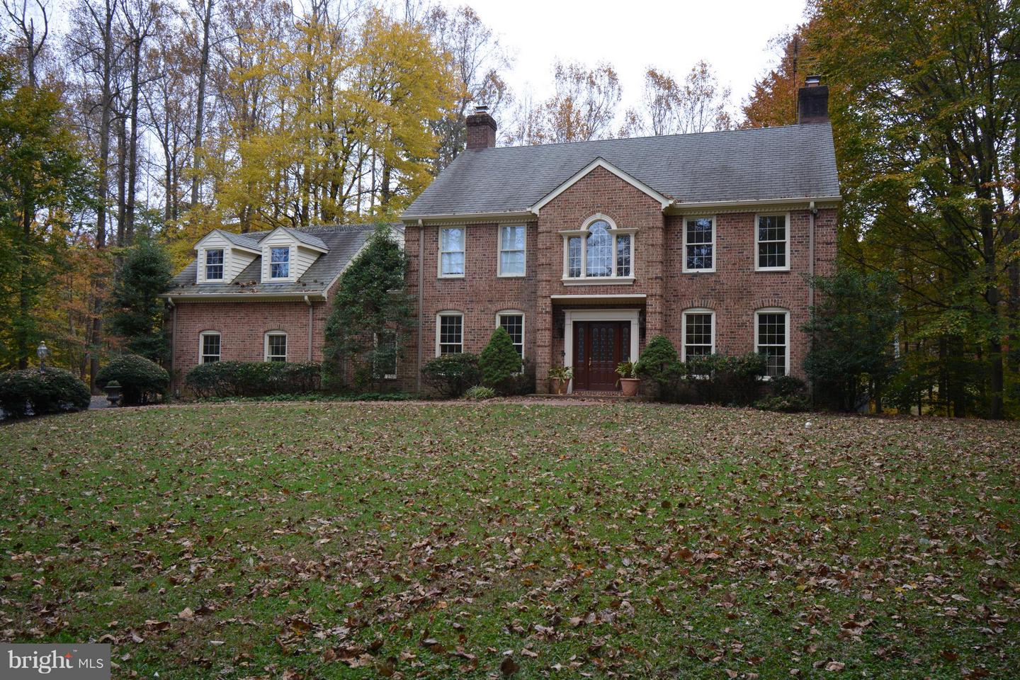 Single Family for Sale at 10709 Shadowglen Trl Fairfax Station, Virginia 22039 United States