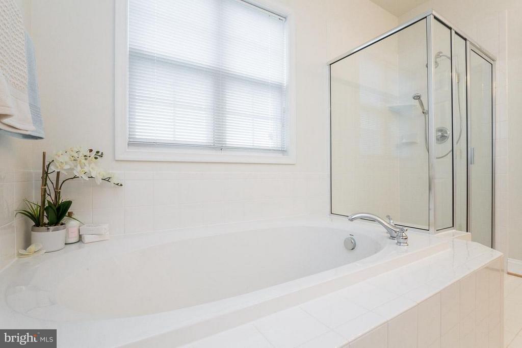 Master Bath - 12 GABRIELS LN, FREDERICKSBURG