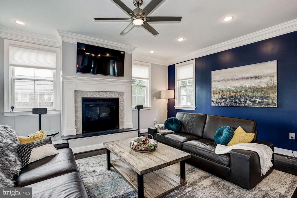 Living Room - 2500 WASHINGTON BLVD, ARLINGTON