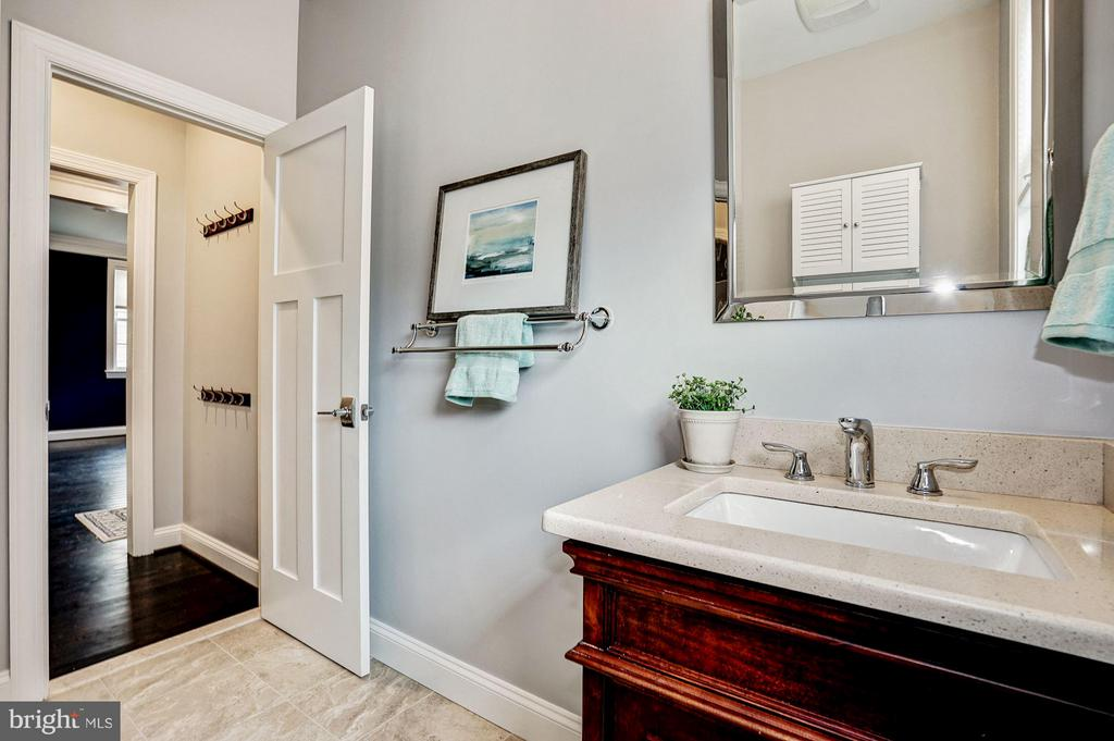 Bath - 2500 WASHINGTON BLVD, ARLINGTON