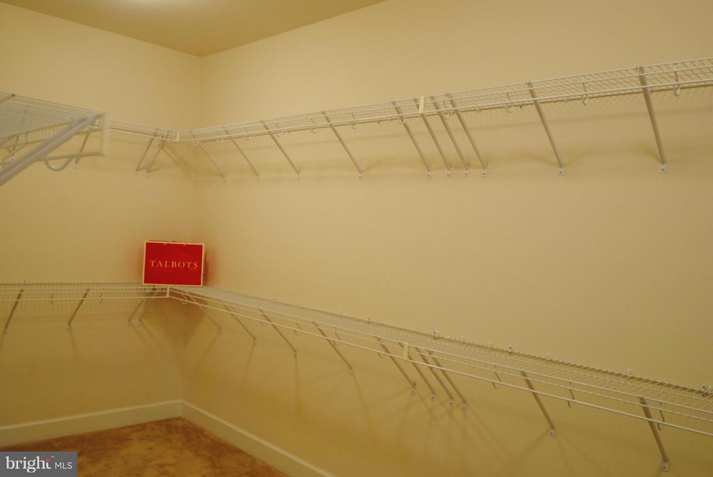 Two Large Walk-In Closets in Master Bedroom - 7480 PRESERVE CREST WAY, MCLEAN
