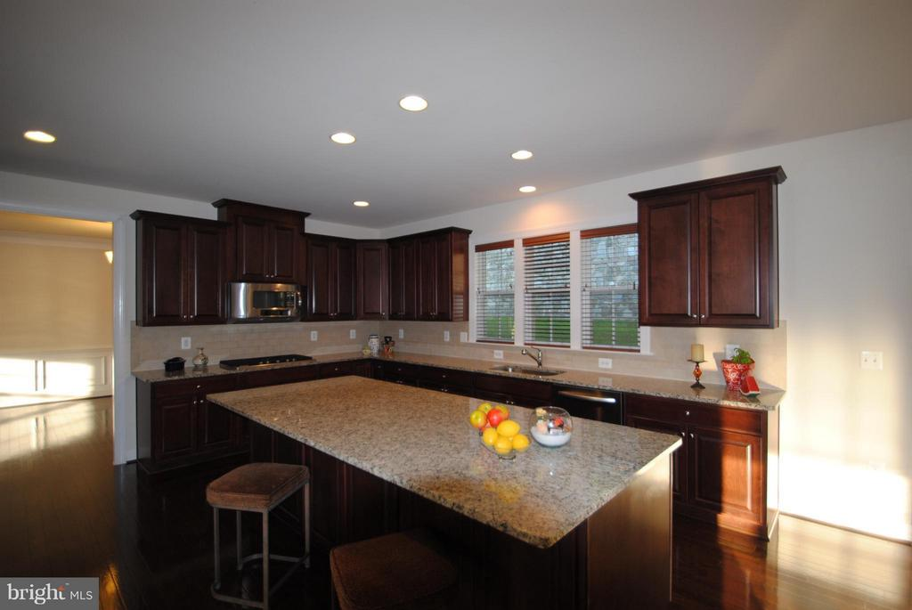 Gourmet Kitchen with Large Island - 7480 PRESERVE CREST WAY, MCLEAN