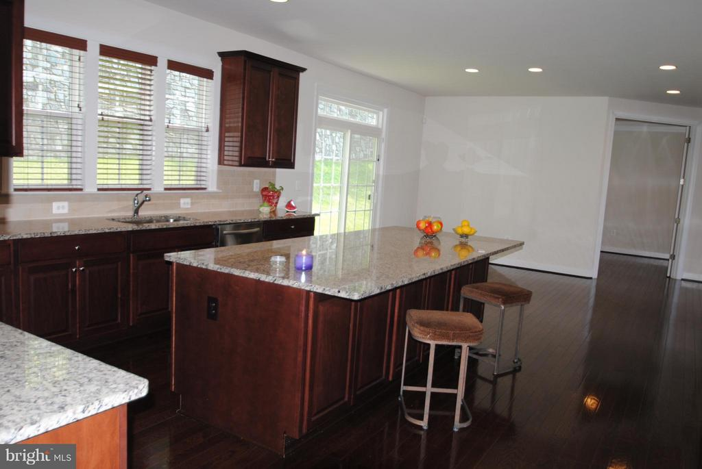 Breakfast Area off the Kitchen - 7480 PRESERVE CREST WAY, MCLEAN