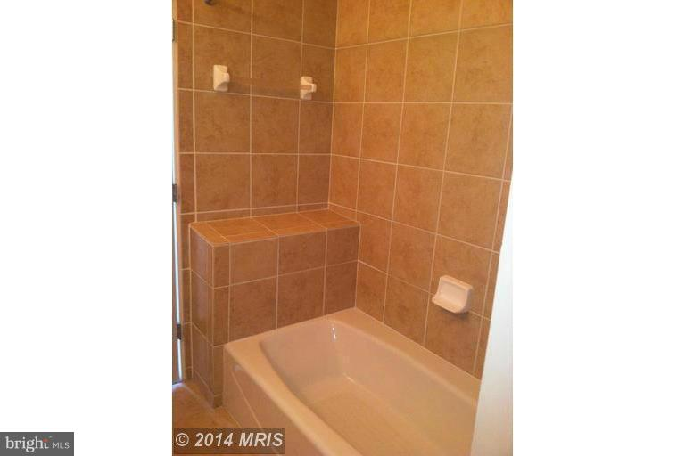 Bath (Master) - 309 HOLLAND LN #219, ALEXANDRIA