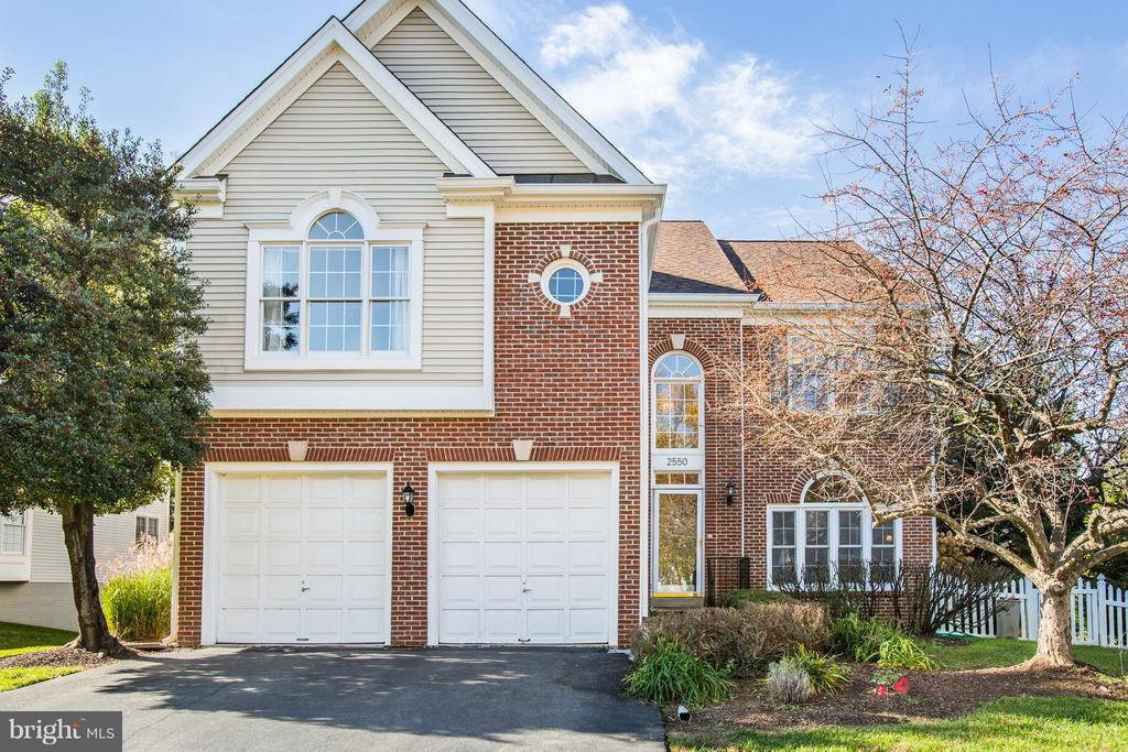 Come home to this beauty - 2550 HOLLY MANOR DR, FALLS CHURCH