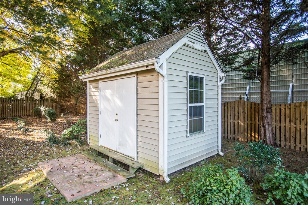 This cute shed conveys! - 2550 HOLLY MANOR DR, FALLS CHURCH