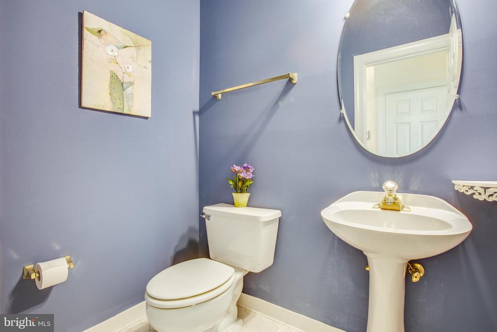 Powder Room on main floor - 2550 HOLLY MANOR DR, FALLS CHURCH