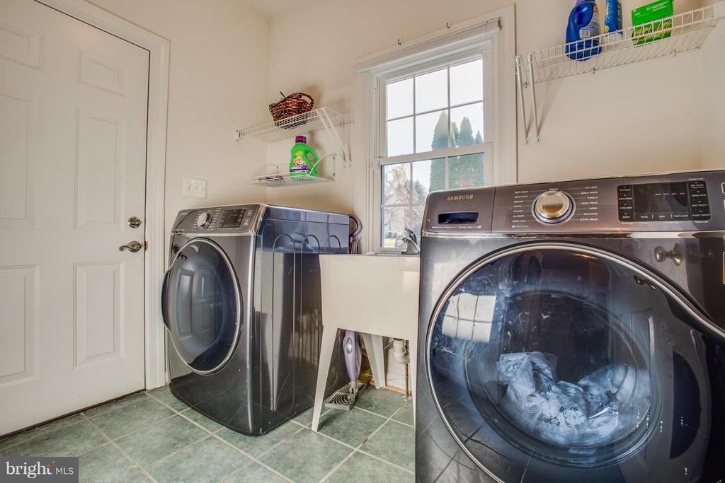 Laundry room on main floor - 2550 HOLLY MANOR DR, FALLS CHURCH