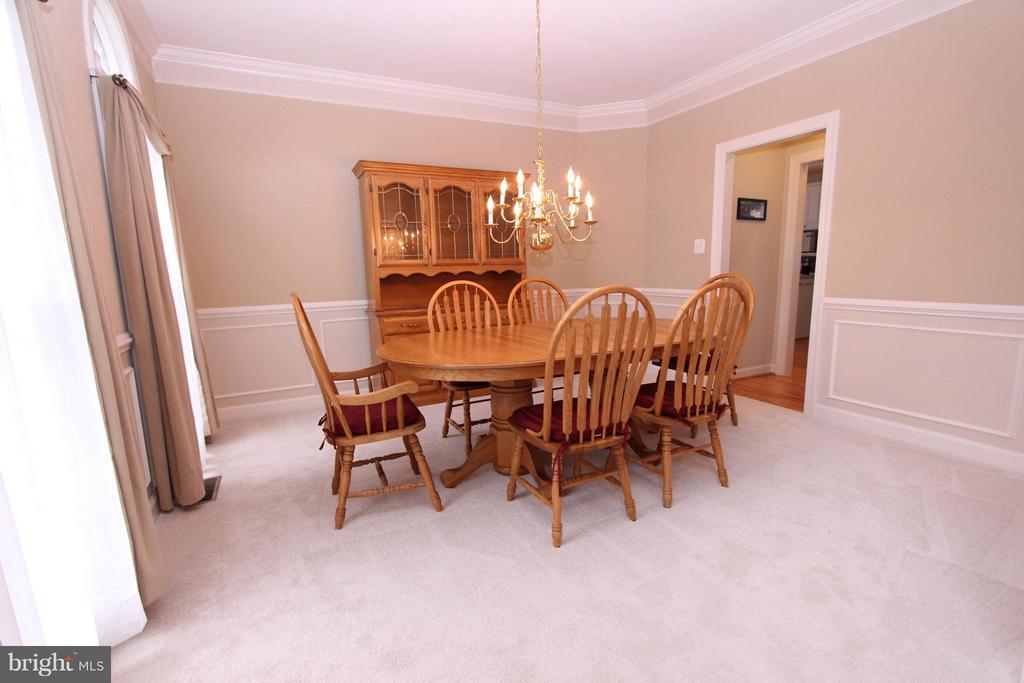 Large Dining Room Adjoins Butler's Pantry - 43499 CROSS BREEZE PL, ASHBURN
