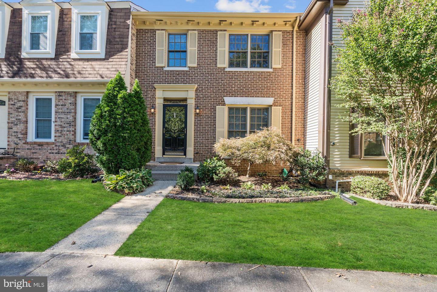 Photo of home for sale at 2725 Shawn Leigh Drive, Vienna VA