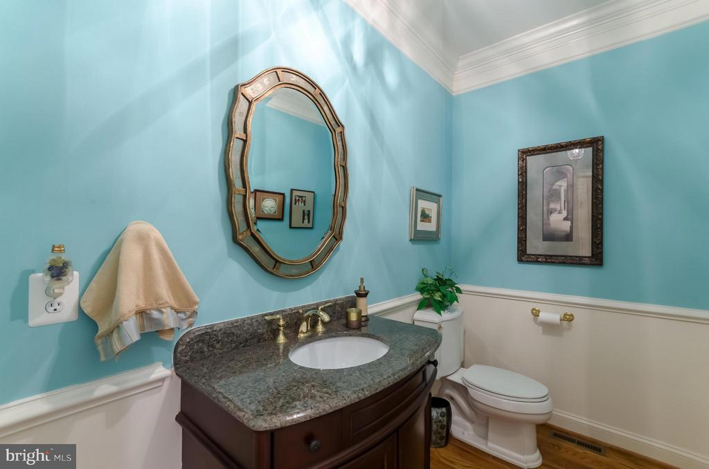 Main Level Powder Room - 12060 CATOCTIN FARM LN, LOVETTSVILLE
