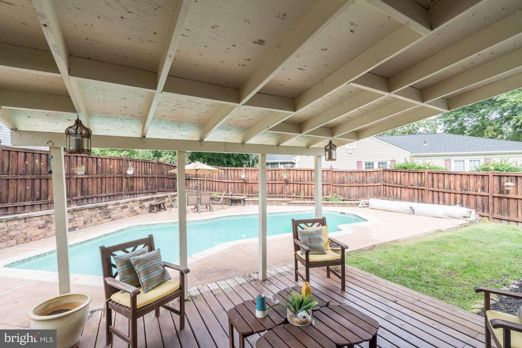 Perfect for entertainment - 4422 TULIP TREE CT, CHANTILLY