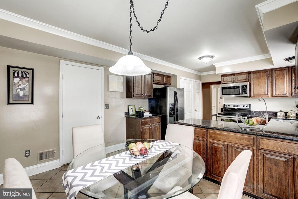 Dining Area within the kitchen - 4422 TULIP TREE CT, CHANTILLY
