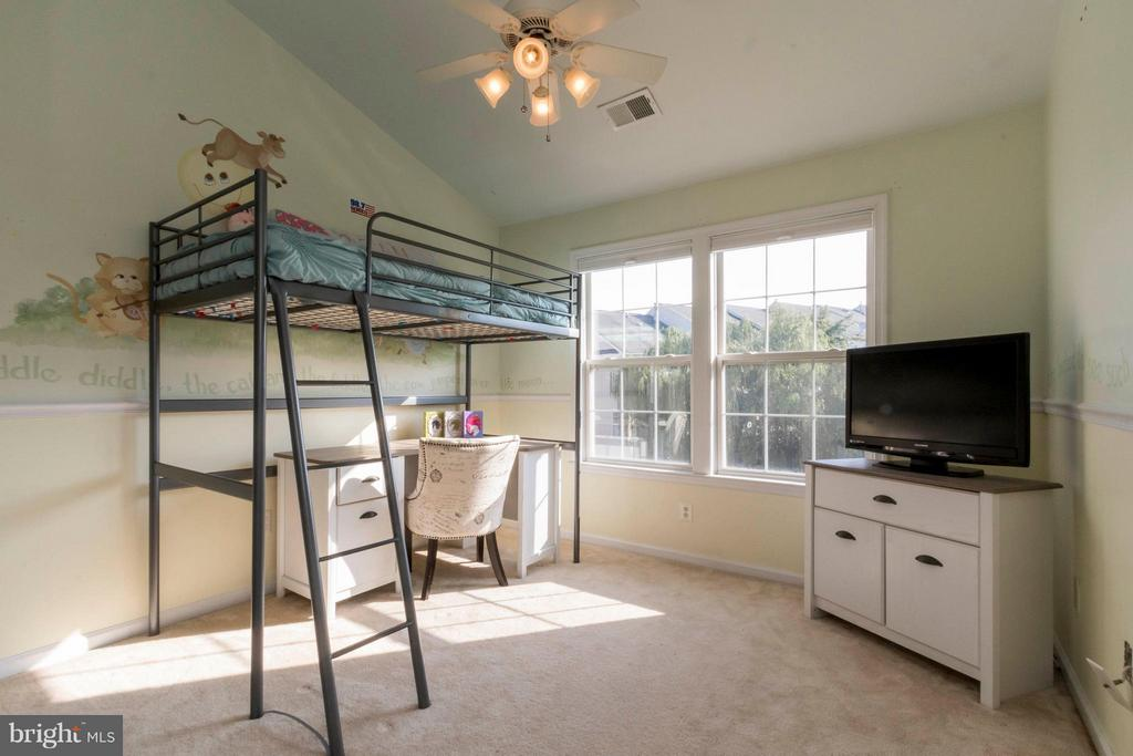 Sizable upstairs bedrooms! - 21043 ROAMING SHORES TER, ASHBURN