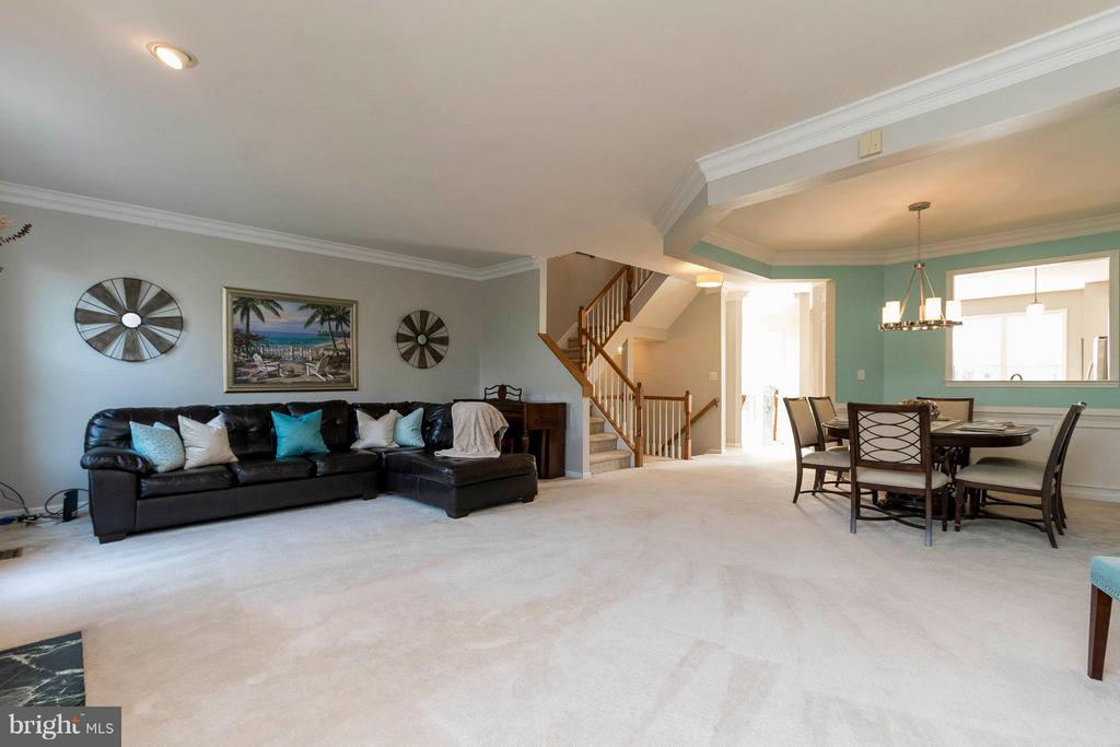 Light and airy, open floorplan with high ceilings - 21043 ROAMING SHORES TER, ASHBURN