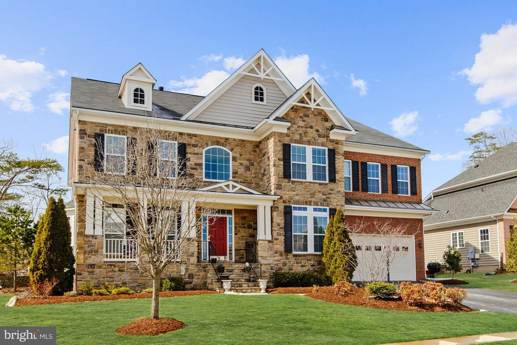7532  RED HILL DRIVE, Springfield, Virginia