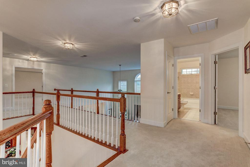 Upstairs Landing - QUARTZ - LOT 6 AVE, CULPEPER