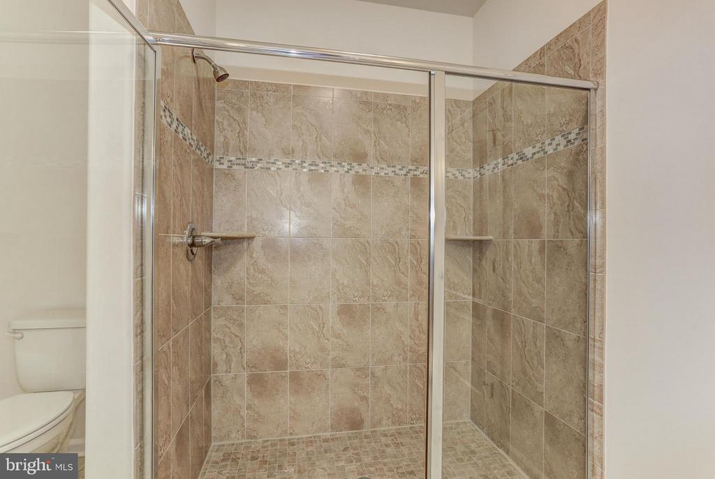 Owner's Shower - QUARTZ - LOT 14 AVE, CULPEPER