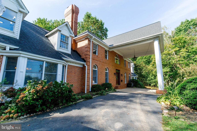 Single Family for Sale at 5723 Hunton Wood Dr Broad Run, Virginia 20137 United States