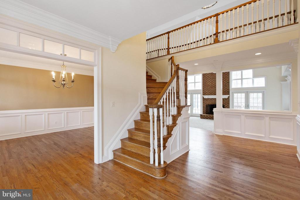 2 story foyer with view to dining and family room - 55 AZTEC DR, STAFFORD