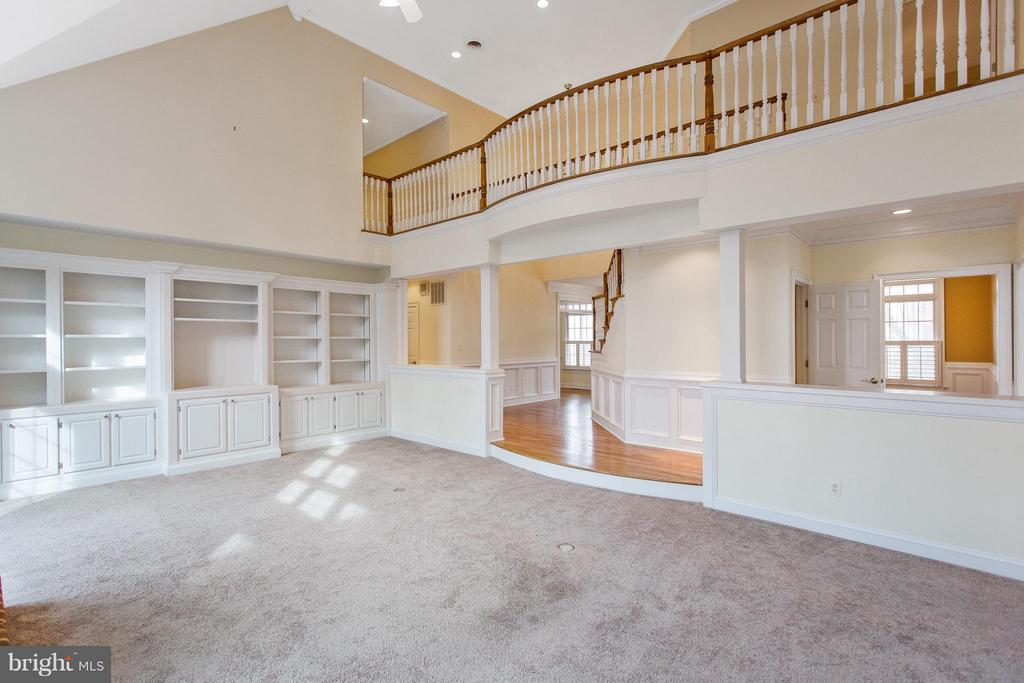 Gorgeous two story family room - 55 AZTEC DR, STAFFORD
