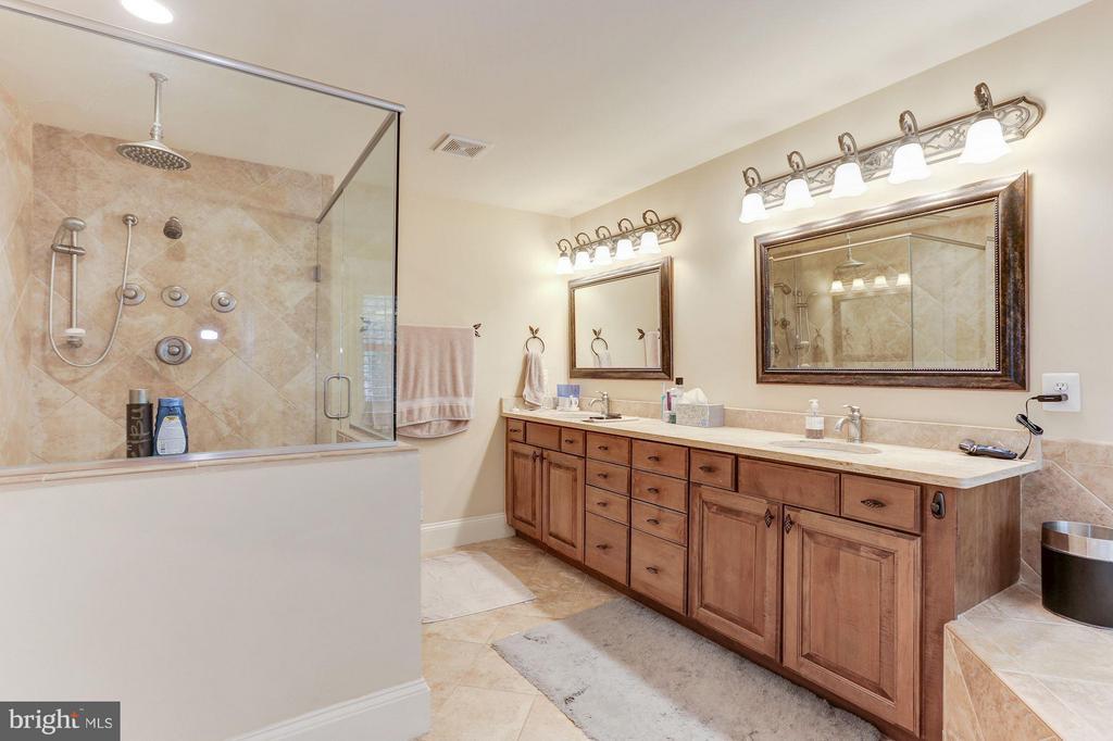 Bath - 6320 WASHINGTON BLVD, ARLINGTON
