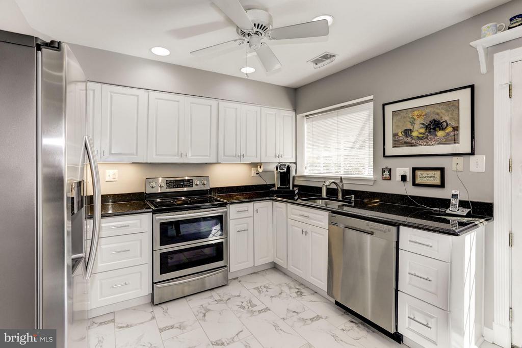 Kitchen - 2542D ARLINGTON MILL DR, ARLINGTON