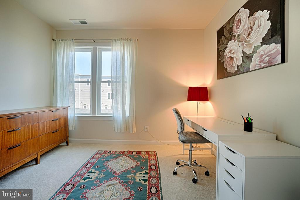 Upper level Bedroom Perfect for an Office! - 1145 MONROE ST S, ARLINGTON