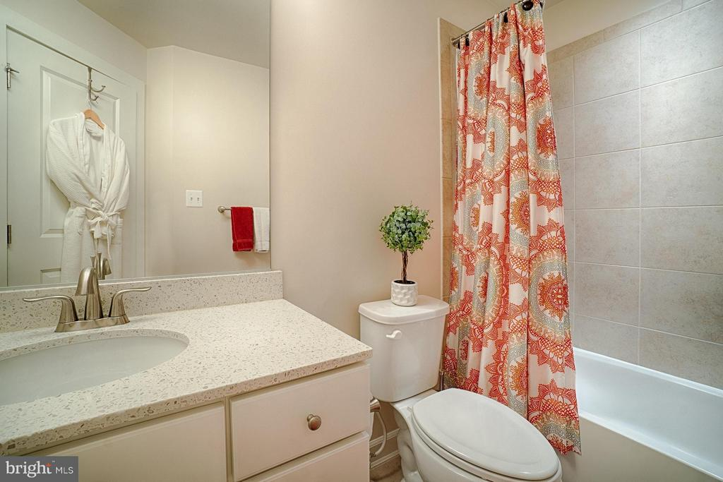 Bath - 1145 MONROE ST S, ARLINGTON