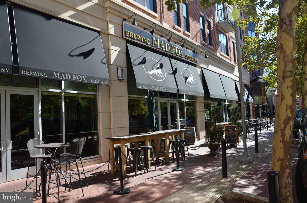 Mad Fox Brewing Co. - 1022 RAILROAD AVE, FALLS CHURCH