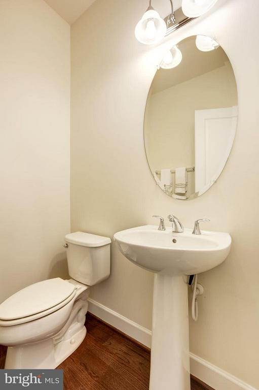 POWDER ROOM ON MAIN LEVEL OF HOME! - 6260 SUMMIT POINT CT, ALEXANDRIA