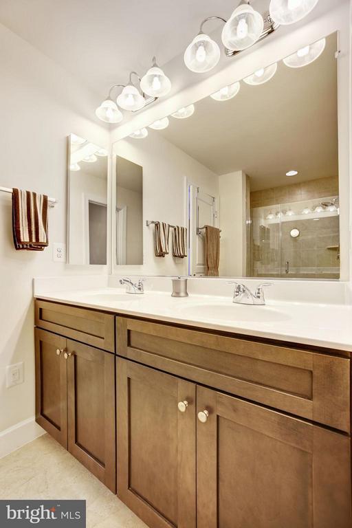MASTER BATHROOM - DUAL VANITY - GREAT STORAGE! - 6260 SUMMIT POINT CT, ALEXANDRIA