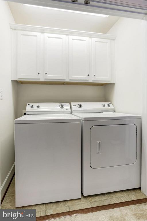 SEPARATE LAUNDRY ROOM - BONUS CABINETS FOR STORAGE - 6260 SUMMIT POINT CT, ALEXANDRIA