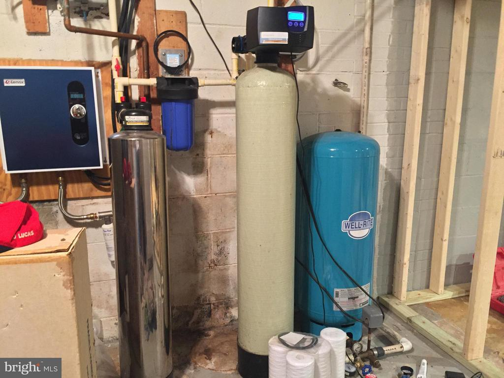 Water treatment (2014) and tankless water heater - 7465 CLIFTON RD, CLIFTON
