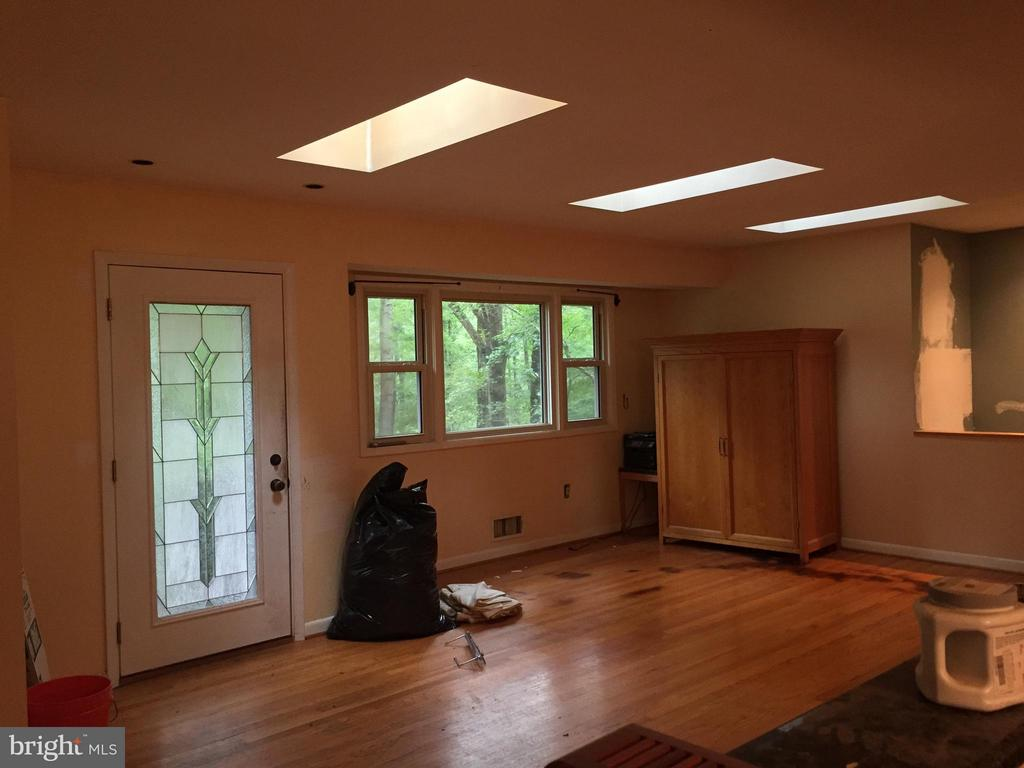 3 Skylights in living room; bay window - 7465 CLIFTON RD, CLIFTON