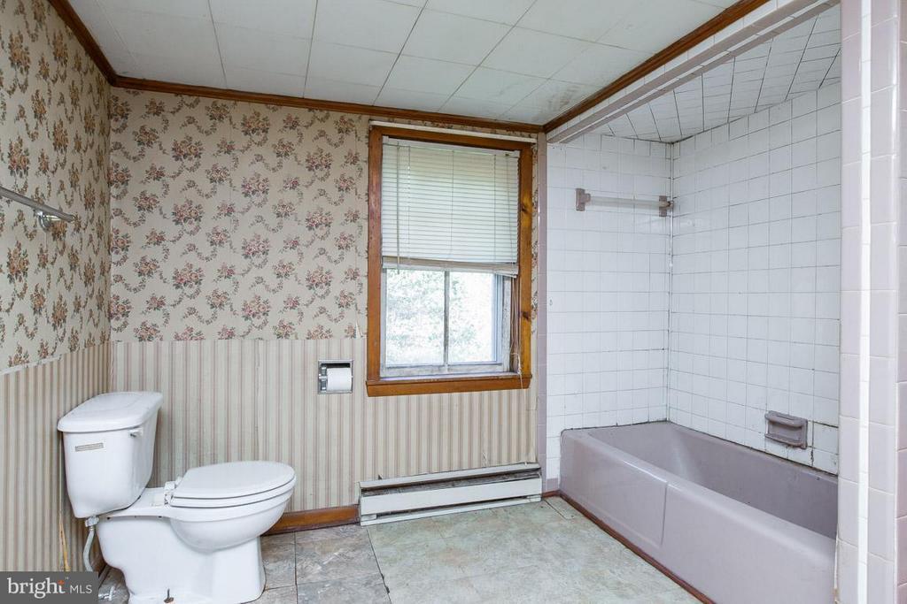 Full Bath - 15854 SAINT ANTHONY RD, THURMONT