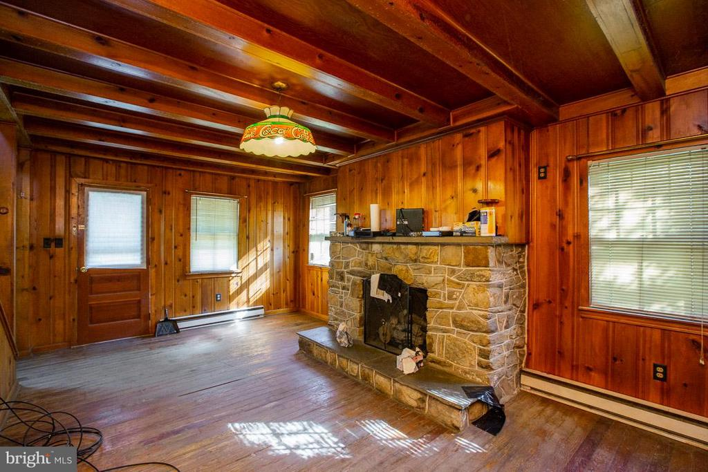 Knotty Pine Paneling - 15854 SAINT ANTHONY RD, THURMONT