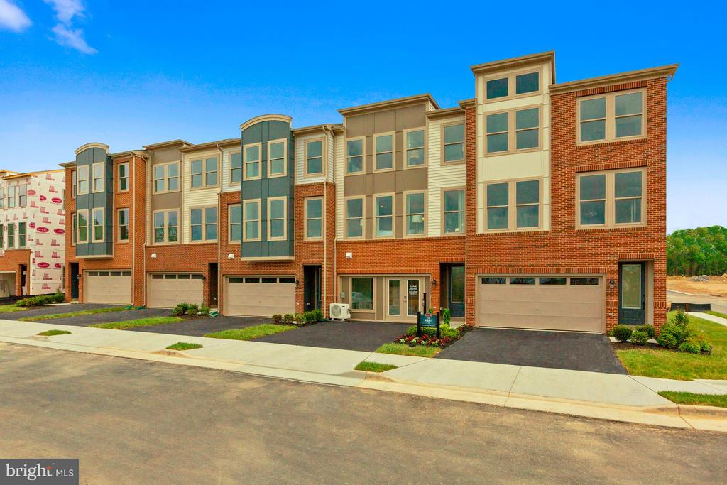 MLS VALO392382 in GATEWAY COMMONS