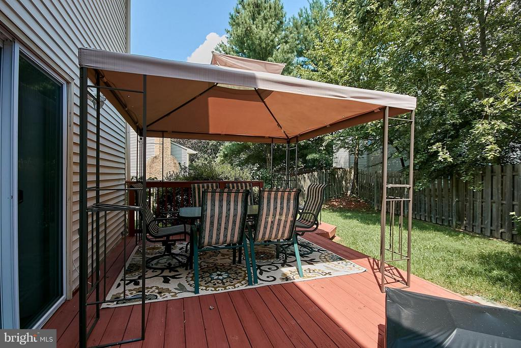 Conveying Awning - 7827 BOLD LION LN, ALEXANDRIA