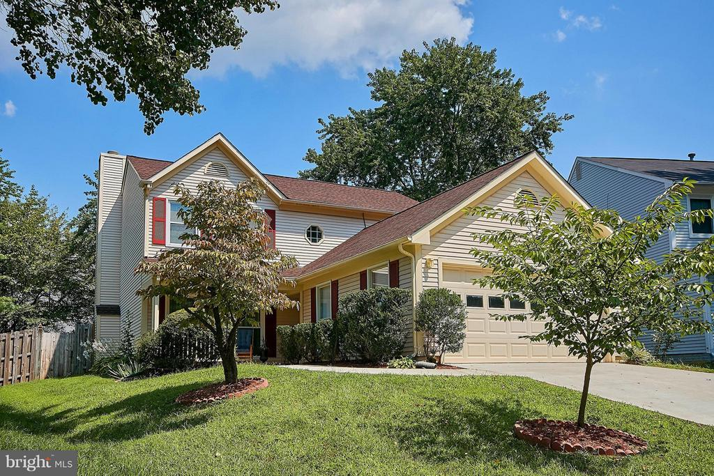 Wonderful Curb Appeal - 7827 BOLD LION LN, ALEXANDRIA