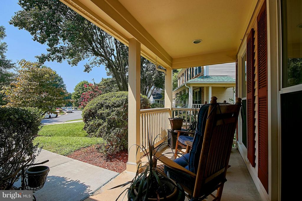 Relaxing Front Porch - 7827 BOLD LION LN, ALEXANDRIA