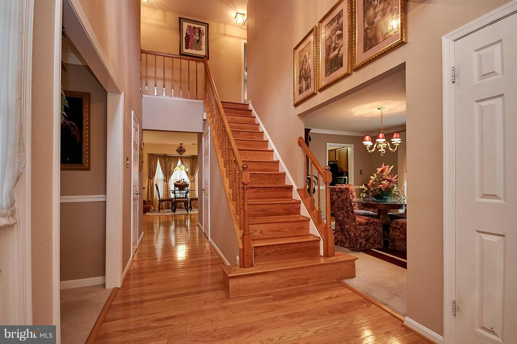 Stairs Up - 7827 BOLD LION LN, ALEXANDRIA
