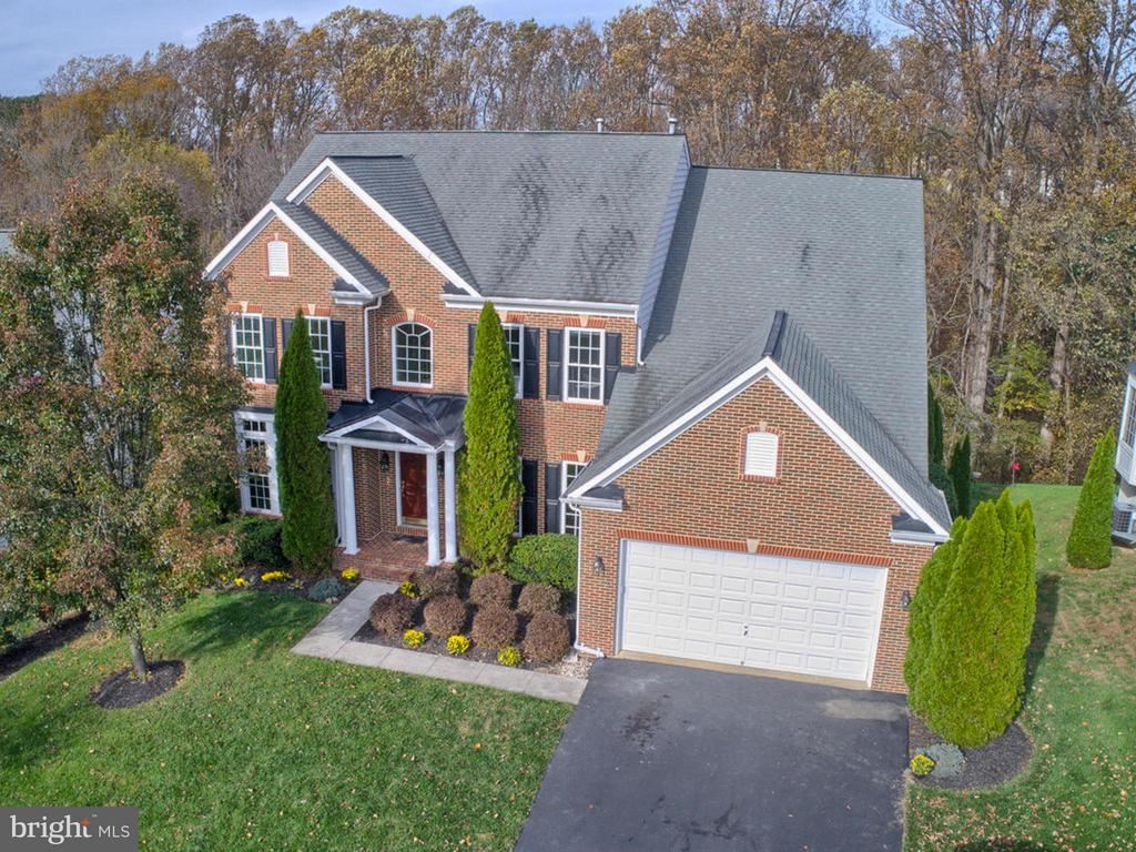 Enjoy the private yard backing to woods! - 3918 SWEET BRIAR LN, FREDERICK