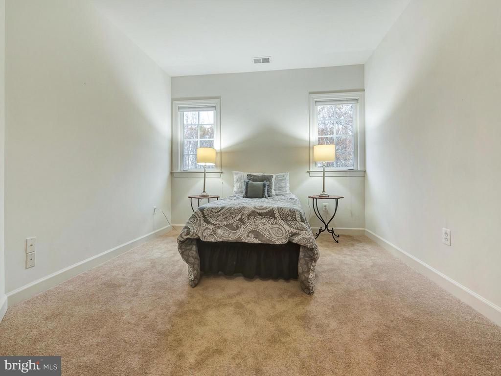 Upper level bonus room--perfect for 4th bedrrom. - 3918 SWEET BRIAR LN, FREDERICK