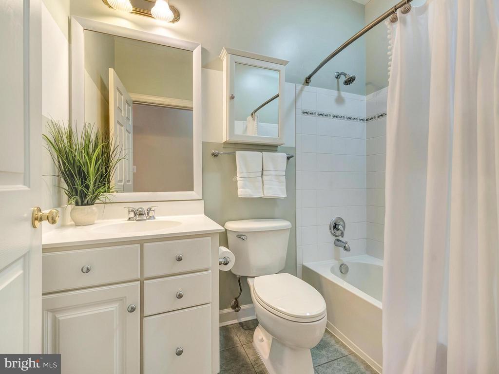 Upper level hall bathroom. - 3918 SWEET BRIAR LN, FREDERICK