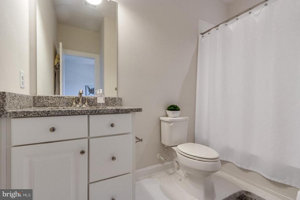 Bathroom Adjoining Bedroom - 9071 BEAR BRANCH PL, FAIRFAX