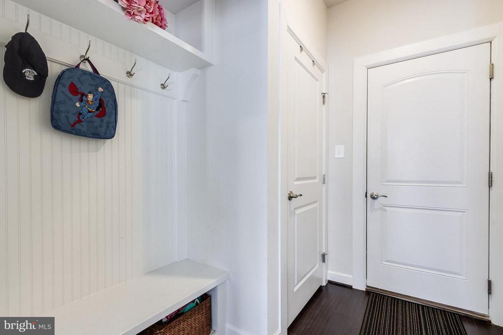 Mud Room (Family Foyer) - 9071 BEAR BRANCH PL, FAIRFAX