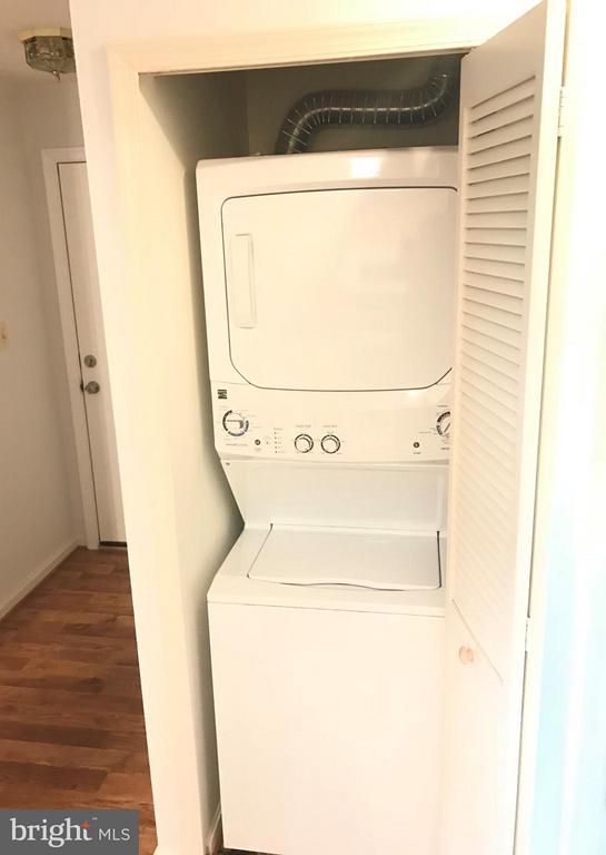 Washer and dryer - 20596 CORNSTALK TER #201, ASHBURN