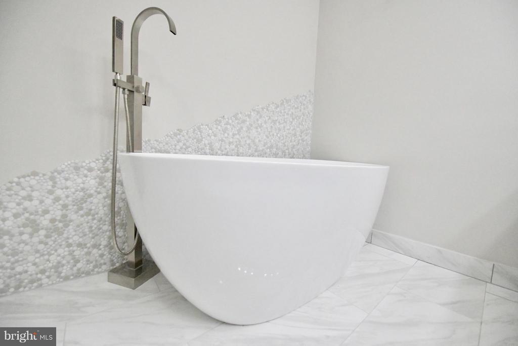 Bath (Master) - 103 CAMERON MEWS, ALEXANDRIA